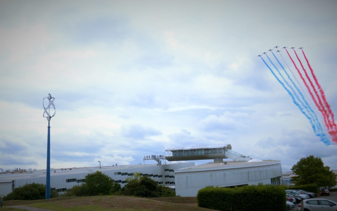 La Patrouille de France fête le Groupe ISAE au-dessus de l'ISAE-ENSMA